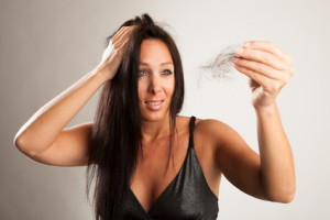 Die Eigenschaften des Klettenwurzelöles auf das Haar